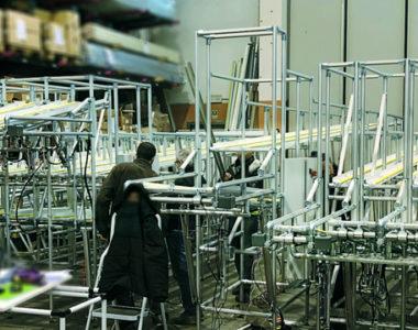 Scaffali a gravità per asservimento postazioni da lavoro per linee d'assemblaggio