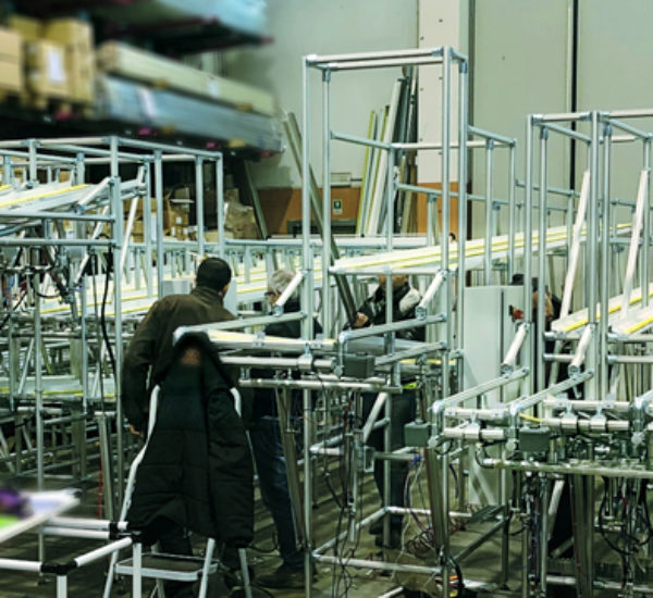 Gravity shelving for workstations, made for assembly lines