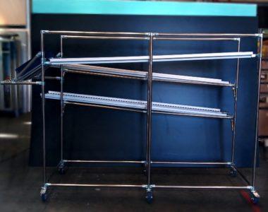 Scaffali a gravità per asservimento postazioni da lavoro in acciaio inox